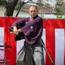 日本刀で鮮やかに一刀両断!藁斬り抜刀斎さんのYouTubeチャンネルが熱い!