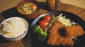 【絶品】ハウルのベーコンエッグ、1ポンドステーキ、アジフライ・・・Genの本棚食堂の魅力