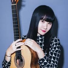 プロのギタリストのワザに感服。猪居 亜美さんのYouTubeチャンネルが急上昇!